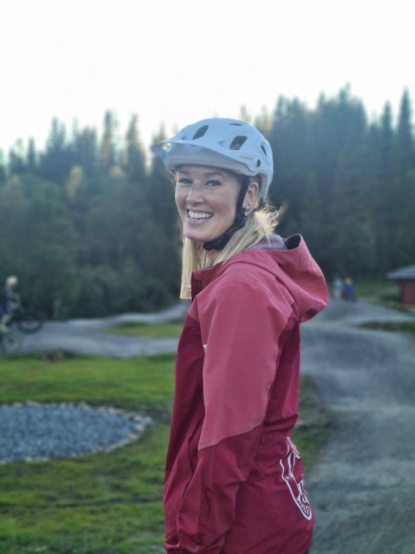 Åreguiderna's snowmobile and bike guide lisa andersson