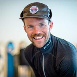 Jesper Johnsson är försäljningschef på Åreguiderna. Jesper guidar skidor, längdskidor, vandring och cykling i Årefjällen.