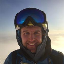 Philip Harlaut VD på Åreguiderna. Philip har en stor skidbakgrund och guidar mycket offpist på vintern. På sommaren är det cykling som gäller.