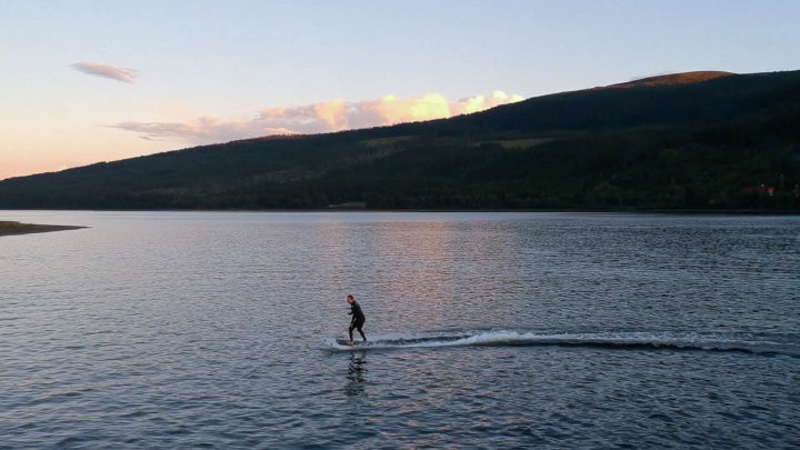 Jetboarding on lake åre on a nice evening in august