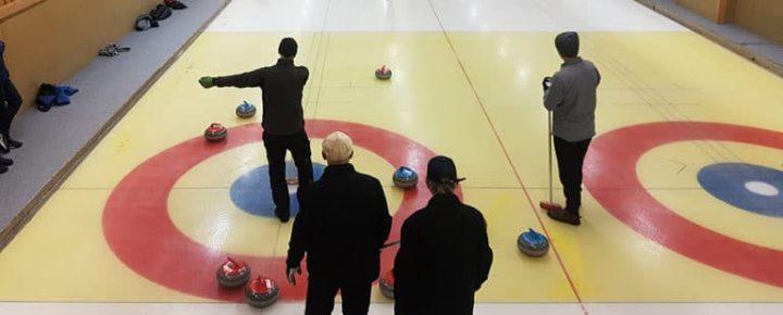 Spela curling i åre.