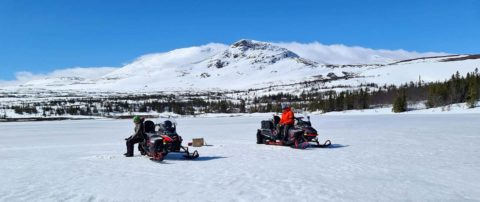 Ice fishing and snowmobile in åre